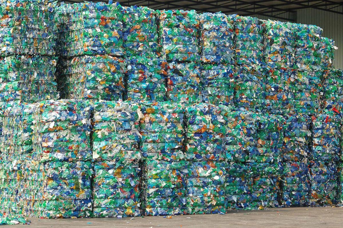 Poltrona Bottiglie Di Plastica.Quanto E Difficile Riciclare La Plastica L Esempio Tedesco