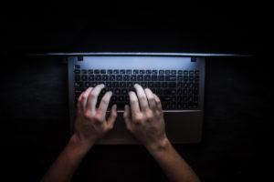 hacker deepfake intelligenza artificiale