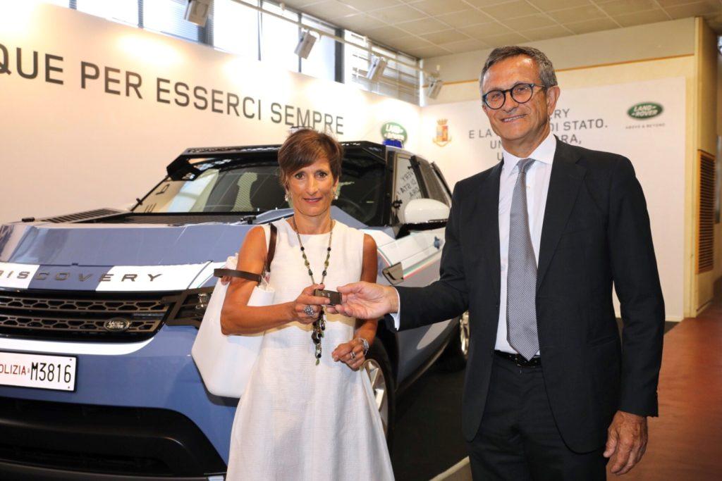 Prefetto Clara Vaccaro e Daniele Maver Ceo di Jaguar Land Rover Italia