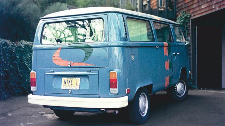 Nike ha utilizzato gli autobus VW per vendere i propri prodotti in occasione di incontri scolastici e collegiali