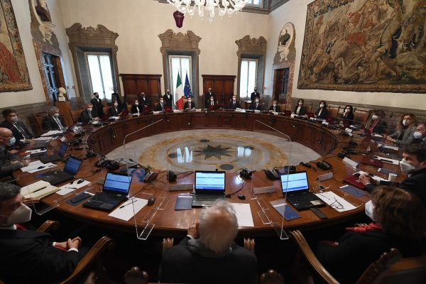 epa09009332 Italy's new Prime Minister Mario Draghi (C) holds the first council of Ministers at Chigi Palace in Rome, Italy, 13 February 2021.  EPA/ETTORE FERRARI / POOL