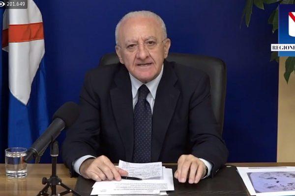 Un frame tratto dalla diretta Facebook del presidente della Regione Campania, Vincenzo De Luca, Napoli, 23 Ottobre 2020. FACEBOOK