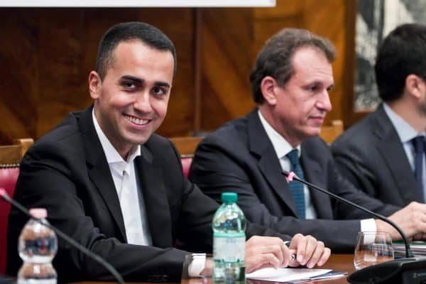 Il ministro del Lavoro dello Sviluppo economico e vicepremier Luigi Di Maio durante l'incontro con i sindacati per Alitalia al Mise, Roma, 12 ottobre 2018. ANSA/ANGELO CARCONI