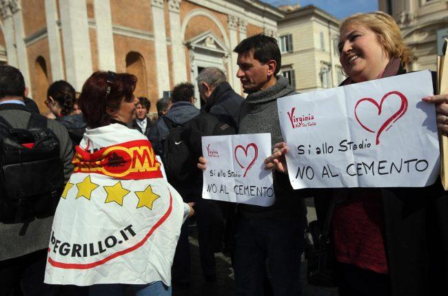 Un momento della manifestazione di militanti del Movimento 5 Stelle contro lo stadio della Roma a Tor di Valle, Roma, 21 febbraio 2017. ANSA/VINCENZO TERSIGNI
