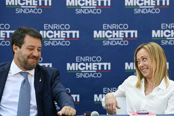 Il leader della Lega Matteo Salvini (S) e la leader di Fratelli dÕItalia Giorgia Meloni (D) durante la conferenza stampa di chiusura della campagna elettorale di Enrico Michetti a Spinaceto, Roma, 1 ottobre 2021. ANSA/RICCARDO ANTIMIANI