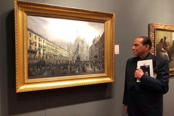 Il leader di Forza Italia, Silvio Berlusconi, durante la visita alla mostra mercato degli antiquari al palazzo della Permanente di Milano, in una immagine pubblicata sul suo profilo Twitter, 11 maggio 2018.TWITTER SILVIO BERLUSCONI+++ ATTENZIONE LA FOTO NON PUO' ESSERE PUBBLICATA O RIPRODOTTA SENZA L'AUTORIZZAZIONE DELLA FONTE DI ORIGINE CUI SI RINVIA +++ ++HO- NO SALES EDITORIAL USE ONLY++