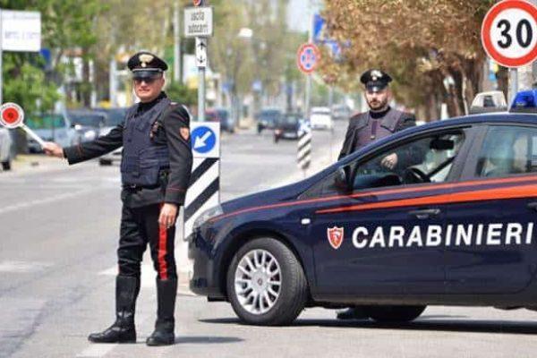 Controllo stradale di una pattuglia dei Carabinieri