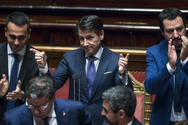 Il presidente del Consiglio Giuseppe Conte (C) con il ministro dell'Interno e vicepremier Matteo Salvini (D) e il ministro del Lavoro e vicepremier Luigi Di Maio (S), nell'Aula del Senato durante le sue dichiarazioni programmatiche, Roma, 05 giugno 2018. ANSA/ANGELO CARCONI