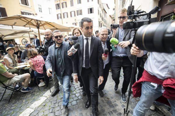 Il leader del M5s Luigi Di Maio torna ai gruppi parlamentari dopo aver pranzato in un ristorante del centro, 10 maggio 2018 a Roma.ANSA/MASSIMO PERCOSSI