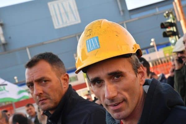 Un momento della manifestazione indetta dai sindacati dopo la presentazione del piano industriale dei nuovi proprietari dell`Ilva che prevedono 600 esuberi nel sito qenovese e migliaia nel resto del gruppp. 9 ottobre a 2017 a Genova. ANSA/LUCA ZENNARO