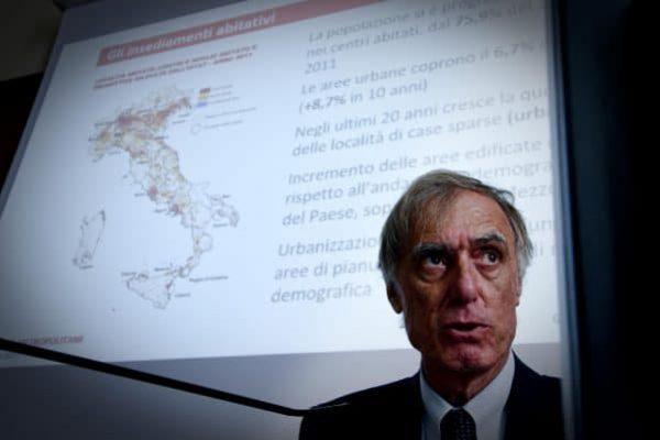 Il presidente dell'Istat Giorgio Alleva a Napoli alla II edizione del Festival delle città metropolitane durante il quale ha comemnatato i dati dell'Istituto. Nel 2016