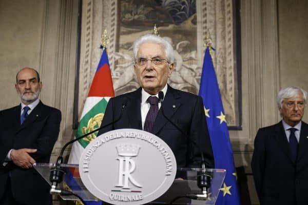 Il presidente della Repubblica Sergio Mattarella parla ai giornalisti al Quirinale, Roma, 27 maggio 2018. ANSA/FABIO FRUSTACI