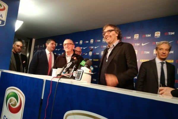 Il presidente Mediapro Jaume Roures e uno dei soci storici, Taxto Benet, in occasione della conferenza stampa a margine della gara per i diritti tv del campionato di Serie A del prossimo triennio, Milano, 5 febbraio 2018. ANSA/ PAOLO CAPPELLERI