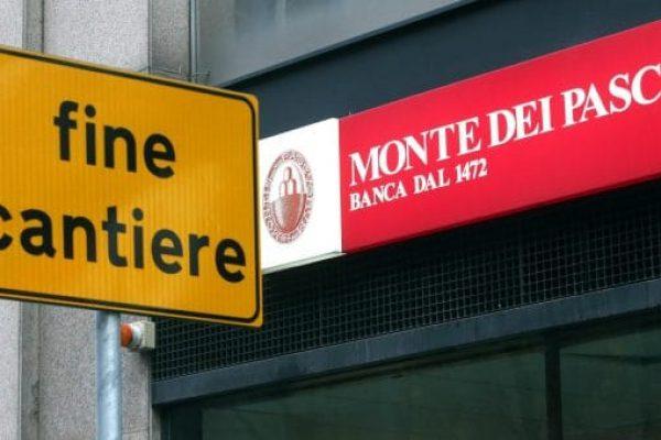 L'insegna della filiale del Monte dei Paschi di Siena in via Fara, a Milano, 19 dicembre 2016.ANSA/MATTEO BAZZI