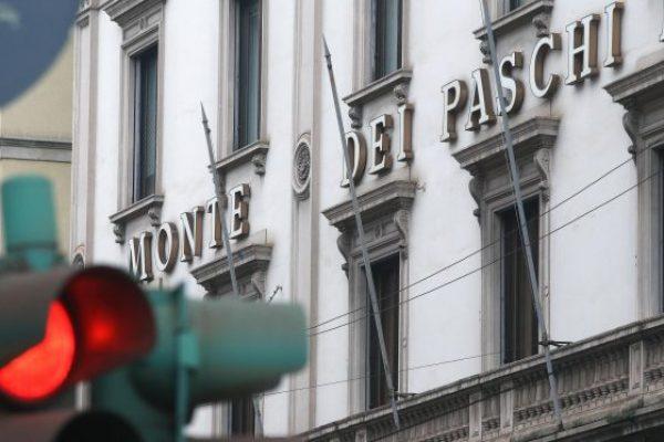 La sede del Monte dei Paschi di Siena in via Manzoni, a Milano, dove si è riunito il cda della banca, 19 dicembre 2016. ANSA/MATTEO BAZZI