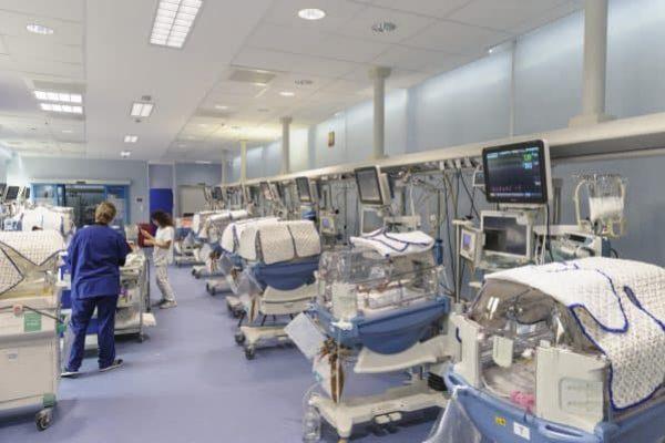 Le culle con lo smartphone arrivano in terapia intensiva al Fatebenefratelli di Roma. 8 marzo 2018. ANSA/FATEBENEFRATELLI
