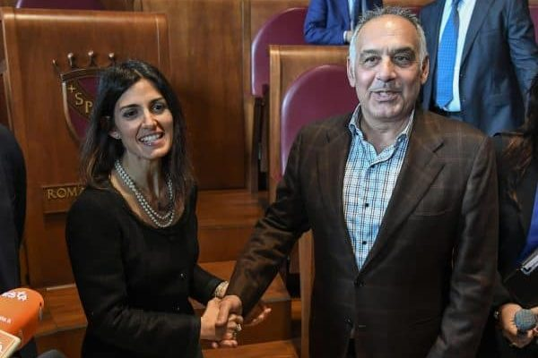 President of AS Roma James Pallotta (R), shakes hands with Mayor of Rome Virginia Raggi (L) atfter the press conference at the end of their meeting in about the new stadium of AS Roma, Italy, 11 April 2018. AS Roma Chairman James Pallotta called Mayor Virginia Raggi on Wednesday to apologise for taking a dip in the historic fountain in the city's Piazza del Popolo as he celebrated his side's epic win over Barcelona to reach the Champions League semi-finals, sources said.ANSA/ALESSANDRO DI MEO