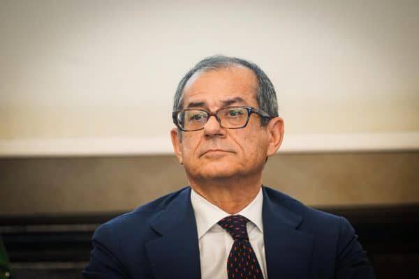Il ministro dell'Economia, Giovanni Tria, Giovanni Tria intervenuto a un convegno promosso dal Cnr sui temi dell' area Med a Napoli 17 Settembre 2018. ANSA/CESARE ABBATE/