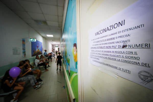 Vaccinazioni all'ospedale Annunziata di Napoli, 8 settembre 2017. ANSA/CESARE ABBATE