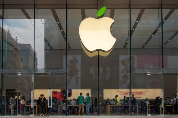 April 22, 2018 - Shanghai, Shanghai, China - Shanghai, CHINA-22nd April 2018: The logo of Apple Store turns green in Shanghai,April 22nd, 2018, marking World Earth Day. (Credit Image: © SIPA Asia via ZUMA Wire)