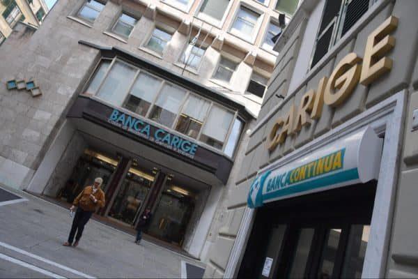 Il palazzo della sede di banca Carige in una foto d'archivio. ANSA/LUCA ZENNARO