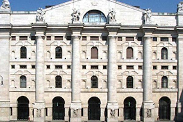Milano Borsa Piazza Affari Palazzo Mezzanotte Finanza Esterni