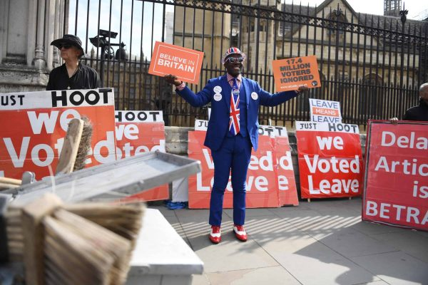 epa07468494 A pro Brexit supporter protests outside of the Houses of Parliament in London, Britain, 28 March 2019. Reports state that British Prime Minister Theresa May told a meeting of Conservative backbenchers on 27 March 2019 she would leave office earlier than planned if it guaranteed Parliament's backing for her withdrawal agreement with the EU. EPA/NEIL HALL