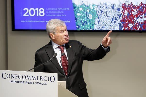 Carlo Sangalli, Presidente di Confcommercio, durante il suo intervento in occasione dell'incontro con il Consiglio Permanente di Confcommercio dal titolo