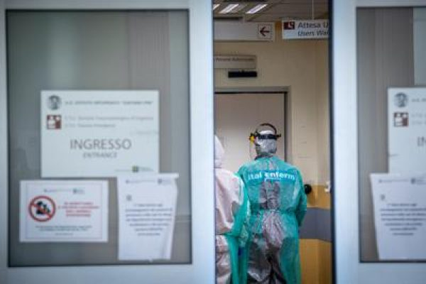 coronavirus_ospedale_infermieri_ingresso_fg.jpg