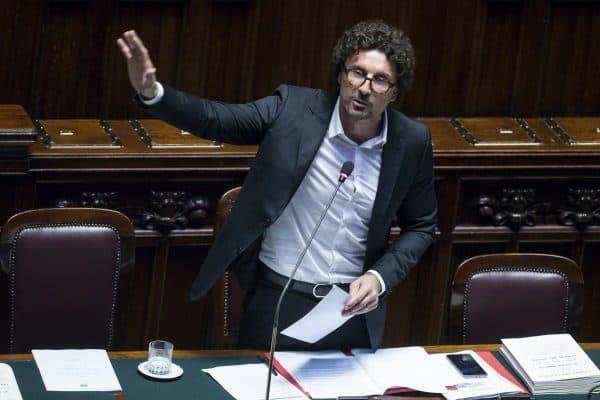 Il ministro delle Infrastrutture e Trasporti Danilo Toninelli durante il question time alla Camera, Roma, 01 agosto 2018. ANSA/ANGELO CARCONI