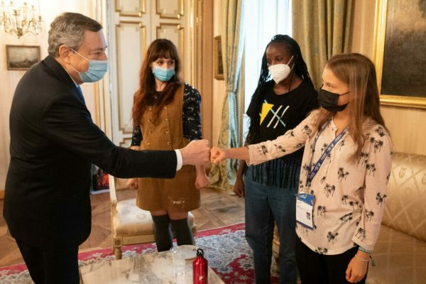 Italian premier Mario Draghi (L) meets Greta Thunberg, Vanessa Nakate and Martina Comparelli at the headquarters of the prefecture of Milan, Italy, September 30, 2021.ANSA/CHIGI PALACE PRESS OFFICE/FILIPPO ATTILI +++ ANSA PROVIDES ACCESS TO THIS HANDOUT PHOTO TO BE USED SOLELY TO ILLUSTRATE NEWS REPORTING OR COMMENTARY ON THE FACTS OR EVENTS DEPICTED IN THIS IMAGE; NO ARCHIVING; NO LICENSING +++