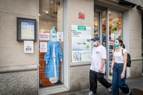farmacia_coppia_ragazzi_milanesi_fg.jpg