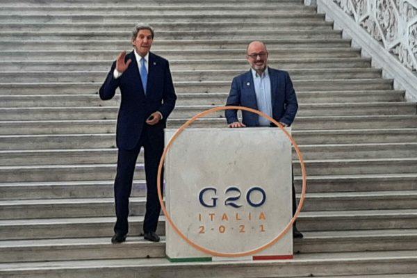 L'inviato per il clima del presidente Usa, John Kerry, e il ministro italiano della Transizione ecologica, Roberto Cingolani, Napoli, 23 Luglio 2021. ANSA/SECONDINO