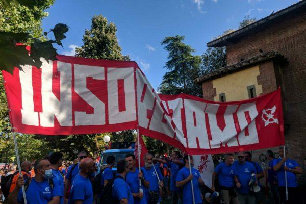 Circa 5.000 persone partecipano alla manifestazione nazionale indetta dai lavoratori della Gkn a Firenze. Il corteo è aperto dallo striscione