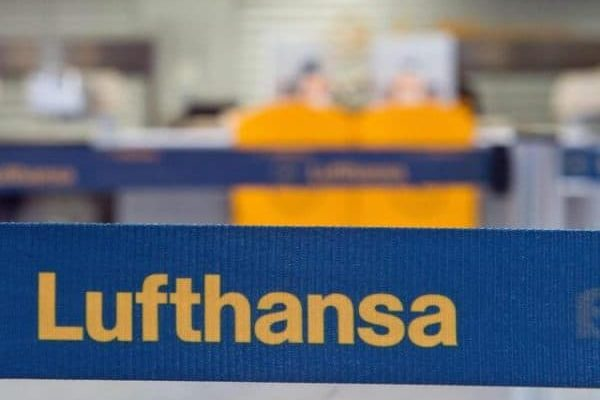 epa04150412 A check in counter of German carrier Lufthansa is empty at the airport in Frankfurt / Main, Germany, 02 April 2014. Lufthansa pilots are on strike from 02 to 04 April 2014 to demand better wages and conditions. Lufthansa expects it has to cancel some 3,800 flights in this period. EPA/BORIS ROESSLER