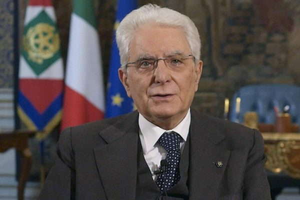 epa08327302 Italian President, Sergio Mattarella, during the speech to the Nation about the COVID-19 Coronavirus emergency, at the Quirinale Palace in Rome, Italy, 27 March 2020. EPA/QUIRINALE PALACE PRESS OFFICE