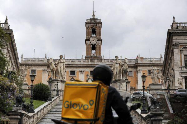 A Glovo rider passes by the Capitol during RomeÕs birthday, Rome, Italy, 21 April 2020. ANSA/RICCARDO ANTIMIANI