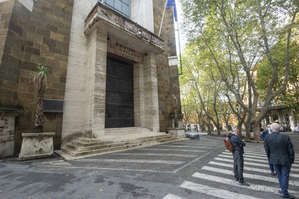 Evacuato il Ministero dello Sviluppo Economico in via veneto a Roma per un caso di Covid, 24 settembre 2020. ANSA/CLAUDIO PERI