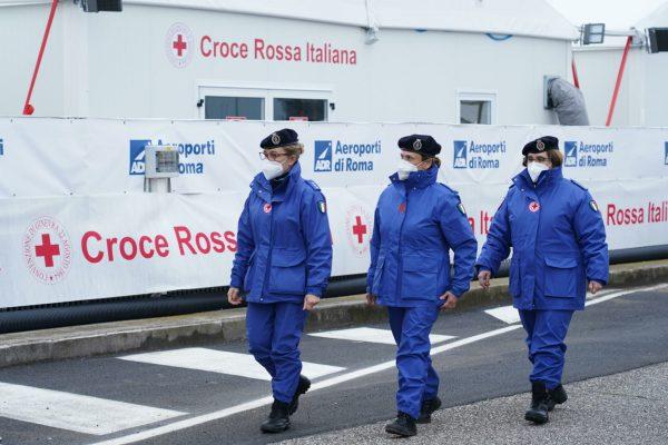 Il centro vaccinale dell'aeroporto di Fiumicino si prepara ad ospitare la visita del Presidente del Consiglio, Mario Draghi, 12 marzo 2021. Per l'occasione, da parte delle forze dell'ordine è stata predisposta un'adeguata