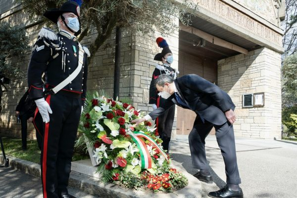 This handout photo provided by the Chigi Palace Press Office shows Italian Premier Mario Draghi attending a ceremony at the monumental cemetery in memory of the victims of the Covid-19 pandemic, in Bergamo, northern Italy, 18 March 2021. Italy is marking the first day of national remembrance for the victims of COVID-19. ANSA/ CHIGI PALACE PRESS OFFICE/ FILIPPO ATTILI +++ ANSA PROVIDES ACCESS TO THIS HANDOUT PHOTO TO BE USED SOLELY TO ILLUSTRATE NEWS REPORTING OR COMMENTARY ON THE FACTS OR EVENTS DEPICTED IN THIS IMAGE; NO ARCHIVING; NO LICENSING +++