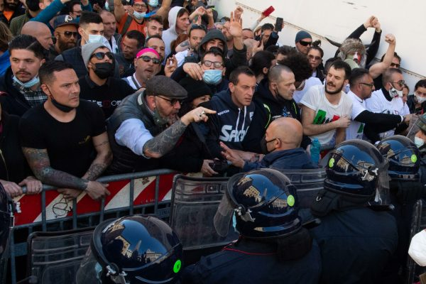 Clashes with Police during the demonstration of traders, shopkeepers and restaurateurs next to the Chamber of Deputies in piazza Montecitorio, Rome, Italy, 6 April 2021. MAURIZIO BRAMBATTI/ANSA