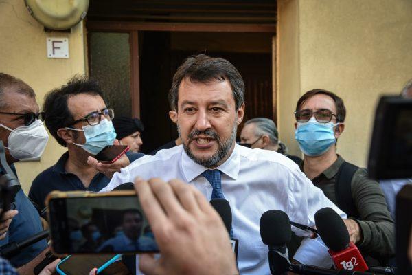 Visita del leader della Lega, Matteo Salvini, alle case popolari di via De Predis, Milano, 29 Settembre 2021. ANSA/ MATTEO CORNER