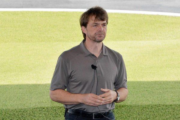 Mike Manley in una immagine dell'11 aprile 2014 in occasione della presentazione della Jeep Renegade a Balocco (Torino).ANSA/ALESSANDRO DI MARCO