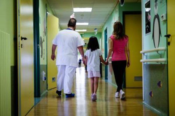 medici_corsia_ospedale_FTg_3-2-1841909234_3-2-2530373355_3-3-2084332413_3-4-841241350.jpg