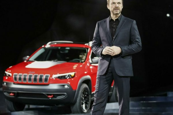 epa06443624 Mike Manley, head of Jeep Brand, introduces the 2019 Jeep Cherokee SUV at the 2018 North American International Auto Show in Detroit, Michigan, USA, 16 January 2018. The automobile show opens to the public 20 January and runs through 28 January 2018 where visitors can get up-close to technologies and vehicles of the future. EPA/TANNEN MAURY