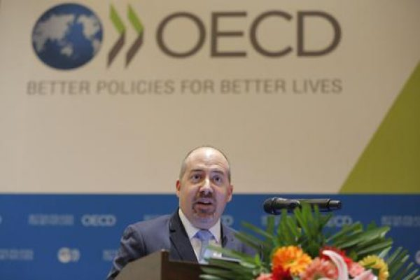 epa05861111 Organisation for Economic Co-operation and Development (OECD) Economics Department's Director of Country Studies Alvaro Pereira speaks during a press conference for the launch of the OECD Economic Survey of China in Beijing, China, 21 March 2017. EPA/WU HONG