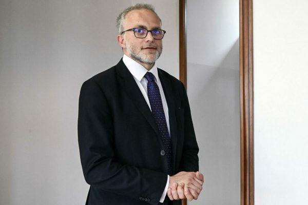 Il direttore dellÕAgenzia delle Entrate Ernesto Maria Ruffini durante la presentazione del piano di riqualificazione degli alloggi Ater grazie al superbonus del 110% per gli interventi di efficientamento energetico, Roma, 25 marzo 2021. ANSA/RICCARDO ANTIMIANI