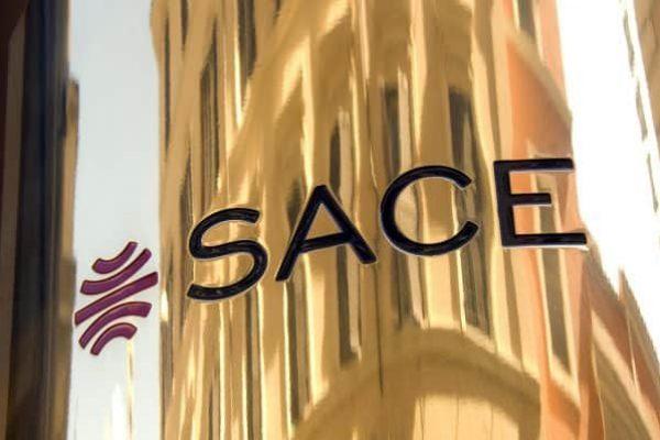 Un dettaglio della targa all'ingresso della sede di SACE a Roma. ANSA/UFFICIO STAMPA SACE +++EDITORIAL USE ONLY+++