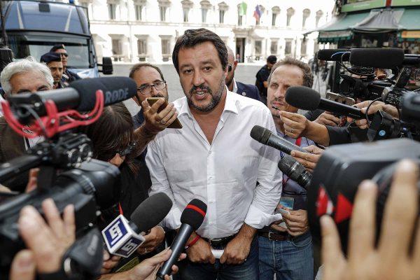Il vicepremier e ministro dell'Interno Matteo Salvini mentre lascia Palazzo Chigi durante il Consiglio dei Ministri. Roma, 3 settembre 2018. ANSA/RICCARDO ANTIMIANI