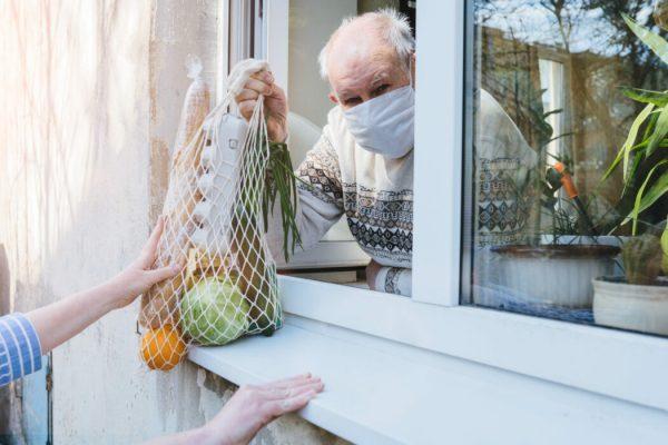Covid mascherine anziano